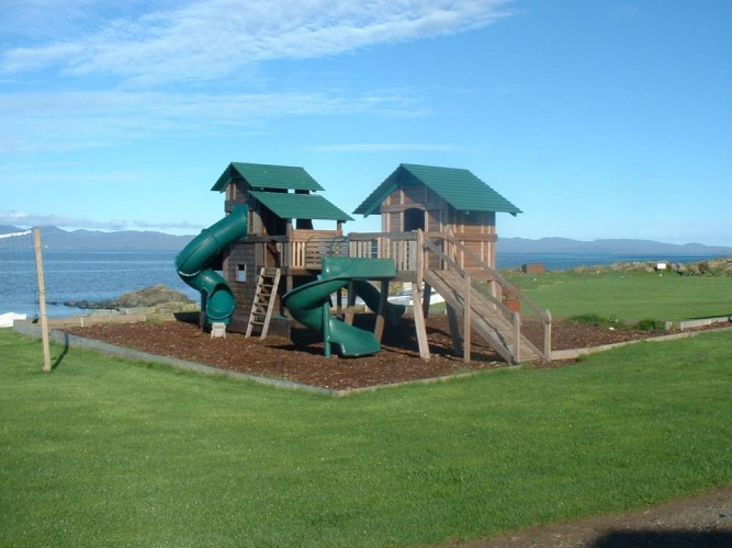 Port-Ban-Childrens-Play-area-and-sea-view